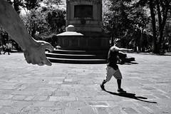 Let me give you a hand (fcribari) Tags: 2018 costarica fujifilm x100s blackandwhite blancoynegro fotografiaderua hand monochrome pretoebranco street streetphotography shadow