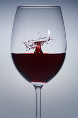 Weinglas (FODA_82) Tags: glas glass drops tropfen wein wine stillleben spielerei gimmick nikon