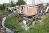 _SSB4617 (Edson Grandisoli. Natureza e mais...) Tags: regiãosudeste palafita córrego urbano favela carente rio água lixo poluição esgoto casa moradia