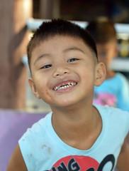 happy boy (the foreign photographer - ฝรั่งถ่) Tags: jan22016nikon happy smiling boy kid khlong lat phrao portraits bangkhen bangkok thailand nikon d3200 dirty face