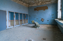OP (Ni1050) Tags: militärhospital militär hospital rotearmee op krankenhaus gssd cccp udssr e25mmf2 sony ilce7rm2 ninis ninicrew fe a7rm2 a7rii a7r2 ni1050 rost rust corrosion lostplace urbex urban exploration abandoned derelict verlassen verlaten zeiss batis 25mm ww 2018 desolate desolat clinic