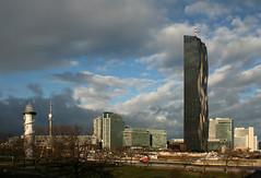 Himmelsspektakel (Wolfgang Bazer) Tags: donauinsel donau city donaustadt dc tower donauturm danube wien vienna österreich austria leuchtturm lighthouse