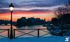 Lever de soleil enneigé (A.G. Photographe) Tags: anto antoxiii xiii ag agphotographe paris parisien parisian france french français europe capitale d850 nikon nikkor 2470 pontdesarts iledelacité sunrise neige snow