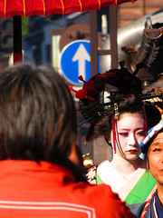 IMG_2078 (hattiebee) Tags: japan inuyama kimono traditional oiran makeup parasol red crowd