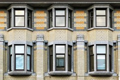 36 (roberke) Tags: windows ramen vensters architecture architectuur wall facade gevel reflections reflecties stenen stones outdoor artdeco antwerp antwerpen tropischinstituut