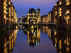 The Night (G-WWBB) Tags: speicherstadt poggenmühlenbrücke wasserschloss hamburg buildings warehouse reflections germany reflect reflection reflecting architecture waterfront water canal pink blue sky lights