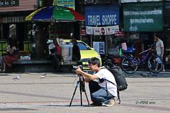 "Chiang Mai Walkabout. (ol'pete) Tags: people birds cars tuktuks traffic hotel architecture thapaegate ประตูท่าแพ chiangmai เชียงใหม่ road street ถนน thailand ประเทศไทย เมืองไทย ""canon7dmk2"" ""earthasia"""