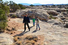 Peter & The Kids On The Slickrock Trail (Joe Shlabotnik) Tags: peter nationalpark proudparents utah violet 2017 canyonlands everett november2017 canyonlandsnationalpark afsdxvrzoomnikkor18105mmf3556ged
