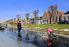 Back on the ice in stavoren (B℮n) Tags: nicolaaskerk stavoren friesland rijksmonument schaatsen ice skating slee slede ijs ijspret súdwestfryslân voorstraat sled sleigh sledge child kids 2maart2018 cold frozen lakes winter weather skate speed skaters windy temperature snow natural surface seaofice naturalice nature reserve netherlands iceskating tour skater thick smooth viking holland sport season frigid elfstedendtocht lake natuurijs wilderness dutch freeze schaatsgekte schaatstocht chill extreme 100faves topf100