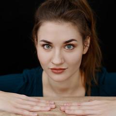 Behind the sofa (piotr_szymanek) Tags: marcelina marcelinab portrait woman young skinny eyesoncamera face hand longhair studio sofa 1k 5k 20f 50f 100f 10k 20k 30k closeup 200f 40k 50k studiolight
