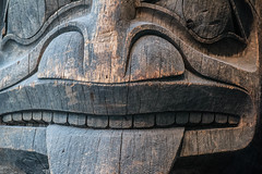 Totem pole (Mylene Gauthier) Tags: 2018 arbre artaboriginalhaida canada couleur hiver mars montréal muséemccord mylenegauthier mytheetlégende nikond7100 paysageurbain québec sculpture