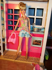 Mom's back home (flores272) Tags: barbie barbiedoll barbieclothing dollclothing doll dolls toy toys