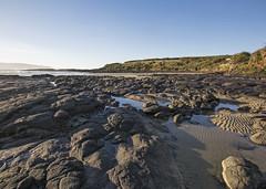 Porpoise Bay (fantommst) Tags: lisaridings fantommst porpoise bay southland nz newzealand southisland beach landscape seascape coastal coast sand rocky rocks lowtide curio waikaawa catlins porpoisebay