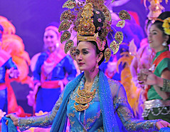 Dancers (Sandra Leidholdt) Tags: sandraleidholdt thailand women lady female woman beautiful people pattaya dancer performers costume asian thai performance bling elegant attractive thaiculture