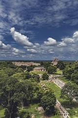 uxmal 8337 ch (Emilio Segura López) Tags: uxmal arqueología maya culturamaya cielo selva pirámide templo yucatán méxico rutapuuc