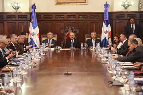 Danilo Medina emite decreto para otorgamiento renovaciones automáticas de registros sanitarios