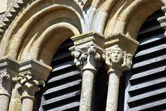 Eglise Saint-Bonnet, Saint-Bonnet-de-Cray (71) (odile.cognard.guinot) Tags: églisesaintbonnet 12esiècle baiesgéminées chapiteaux saintbonnetdecray 71 saôneetloire bourgogne bourgognefranchecomté colonnettes clocher brionnais