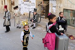 . (Fabian Schreyer // shootingcandid) Tags: purim layers meashearim jerusalem israel streetphotography strasenfotografie candid street