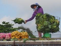 Flying cabbage, Cai Rang Floating Market (NoDurians) Tags: cantho mekongdelta vietnam mekong cairang floatingmarket market cabbage