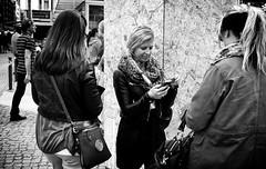 - tourists in the urban jungle - (-wendenlook-) Tags: sw bw monochrome street streetphotography urban berlin girls frauen panasonic dmcg3 2017 40mm 1800 f28 iso160