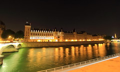 La vie de Château (Eye of Brice Retailleau) Tags: angle beauty composition landscape panorama paysage perspective scenery scenic view backpacking wideangle architecture bâtiment europe france paris french brown beige colour colourful reflection reflet mirror night nighttime nightscape nuit water waterscape river stream riviere fleuve seine bridge city urban cityscape skyline