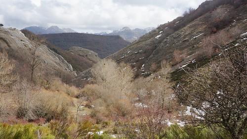 Senderismo por montes de Boñar Leon fotografia Tomás Sanz