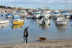 Port du Carro (RarOiseau) Tags: carro bouchesdurhône port plage bateau animal enfant bleu