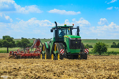 Tillage | JOHN DEERE // HORSCH (martin_king.photo) Tags: johndeere9620rx horschtiger8mt cultivator johndeere jdrx 9620rx horsch horschtiger harvest work workplace huge machine strong big machinery yellow tschechischerepublik powerfull martinkingphoto machines agricultural greatday great czechrepublic welovefarming agriculturalmachinery workday working modernagriculture landwirtschaft trac tractractor tracs ontracks green red colorful colors clouds sky photo photography worker