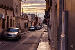 A un lado (amofer83) Tags: 2017 diciembre atardecer barrio calle coches exterior navidad street sunset vida