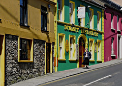 Mrs Doubtfire says Hello to all Patricks (Le.Patou) Tags: ireland irlande waterford tramore street rue streetscape lady joke blague wink patrick scènederue stpatricksday streetview streetscene clind'oeil spd