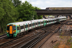 377423, Gatwick Airport, May 12th 2017 (Southsea_Matt) Tags: 377423 class377 electrostar bombardier goahead govia gtr southernrailway emu electricmultipleunit gatwickairport sussex england unitedkingdom may 2017 spring canon 80d 24105mm train railway railroad passengertravel publictransport vehicle