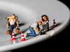 Tiny People - Reparatur erforderlich (J.Weyerhäuser) Tags: imperfection macromonday hmm tinypeople teller plate porzellan kaputt abgeplatzt preiser h0 187