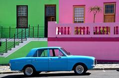 quartier de Bo Kaap Sout Africa_5648 (ichauvel) Tags: bokaap rue street voiture car couleurs colours maisons houses maisonscolorées colourfulhouses capetown lecap afriquedusud southafrica voyage travele exterieur outside balcons escaliers stairs getty