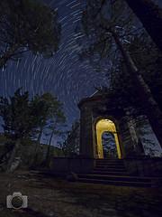 Ermita iluminada ... Hermitage illuminated (Javichu Fotografia) Tags: ermitas hermitages zuiko zuikodigital nocturna fotografianocturna nightphotography night startrail stars estrellas circumpolar cielo sky