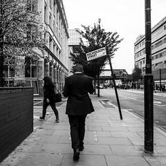 Nicholson Street (ingrid.cmt) Tags: angleterre bw blackwhite candid city england europe grandebretagne greatbritain london londres markings nb noiretblanc panneau photoderue sign signalisation streetphoto streetphotography urbain urban ville