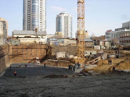 Котлован для строительства высотки на Хохрякова ©  ayampolsky