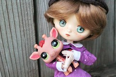 Goodbye, Old Friend (AluminumDryad) Tags: jerryberry autumngirlpenny penny doll obitsu lps littlestpetshop giraffe toy