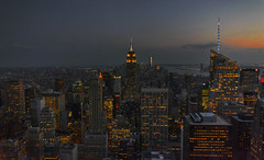 Imbrunire a NY (Fil.ippo) Tags: newyork topodtherock sunset tramonto skyscrapers grattacieli cityscape filippo filippobianchi d7000 nikon travel empirestatebuilding night notturno light