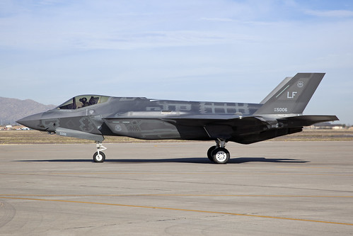 09-5006_LockheedF-35ALightningII_USAirForce_KLUF