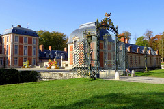 Cour d'honneur château de Chamarande (Raymonde Contensous) Tags: essonne châteaudechamarande domainedechamarande architecture châteaux paysage grille