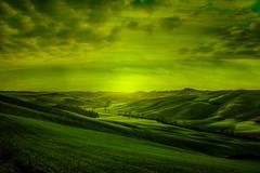 Senza titolo! (Enzo Ghignoni) Tags: colline case nuvole erba verde toscana
