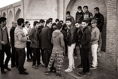 Aggregation (Tom Levold (www.levold.de/photosphere)) Tags: fuji fujixpro2 isfahan xf18135mm people street candid esfahan sw bw crowd menschenmenge group gruppe youngmen jungemänner