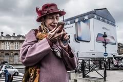 Madame Violet (Mustafa Selcuk) Tags: paris parisian parisienne streetshooter streetphotographer streetfashion street hatwithfeather purplecoat hat madameviolet purple ladyinpurple xt2 fujifilmtr fujifilmfrance 2018 france fujifilm