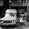 โรงรถในกรุงเทพฯ (Simon BOISVINET) Tags: 2014 bangkok thailande voyage garage acros trip photography blackandwhite car street streetphotography mazda automobile voiture