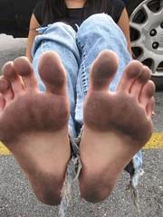 tumblr_ntep37ikoH1trdyvwo2_400 (paulswentkowski1983) Tags: dirty feet soles black female soies barefooter