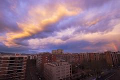Un arcoiris tímido (Ál Men-chez) Tags: barcelona arcoiris atardecer nubes cielo color