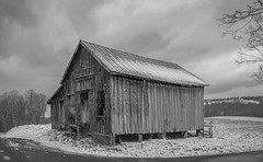 Greenbrier shed_BW (Bob G. Bell) Tags: shed greenbrier clouds wv westvirginia barn abandoned xpro1 fujifilm bobbell