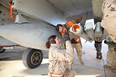 Día Internacional de la mujer (Ejército del Aire Ministerio de Defensa España) Tags: ala12 mcdonnelldouglasf18hornet armeros mecánicos del aire