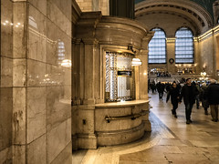 GCT Christmas (PAJ880) Tags: grand central terminal concourse booth windows mta metro north station train
