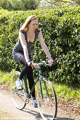 Lottie0280me (sensualimages) Tags: sensualimagesphotography sensual woman girl lady bicycle bike velo bici outdoor woods trees garden fixie fixed